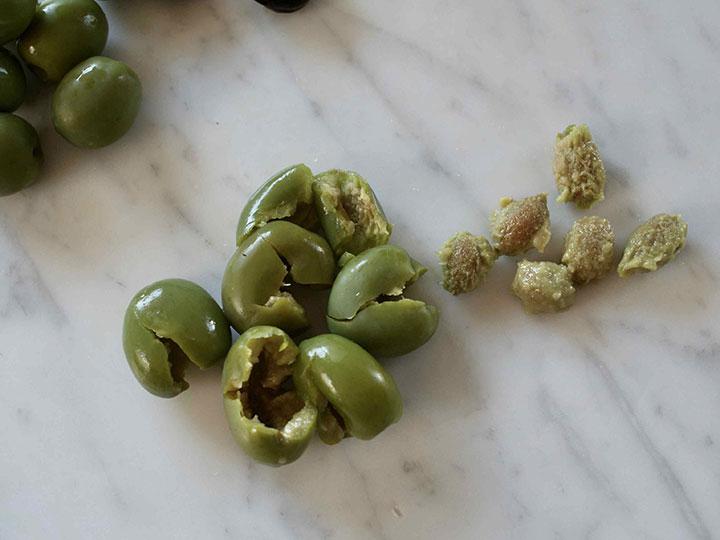 какие оливки лучше с косточкой или без